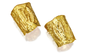Jackie O cuff bracelets, Van Cleef & Arpels. Gold © Courtesy of Van Cleef & Arpels